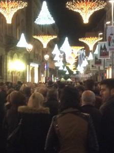 2)夜のランブラ通りの凄まじい雑踏